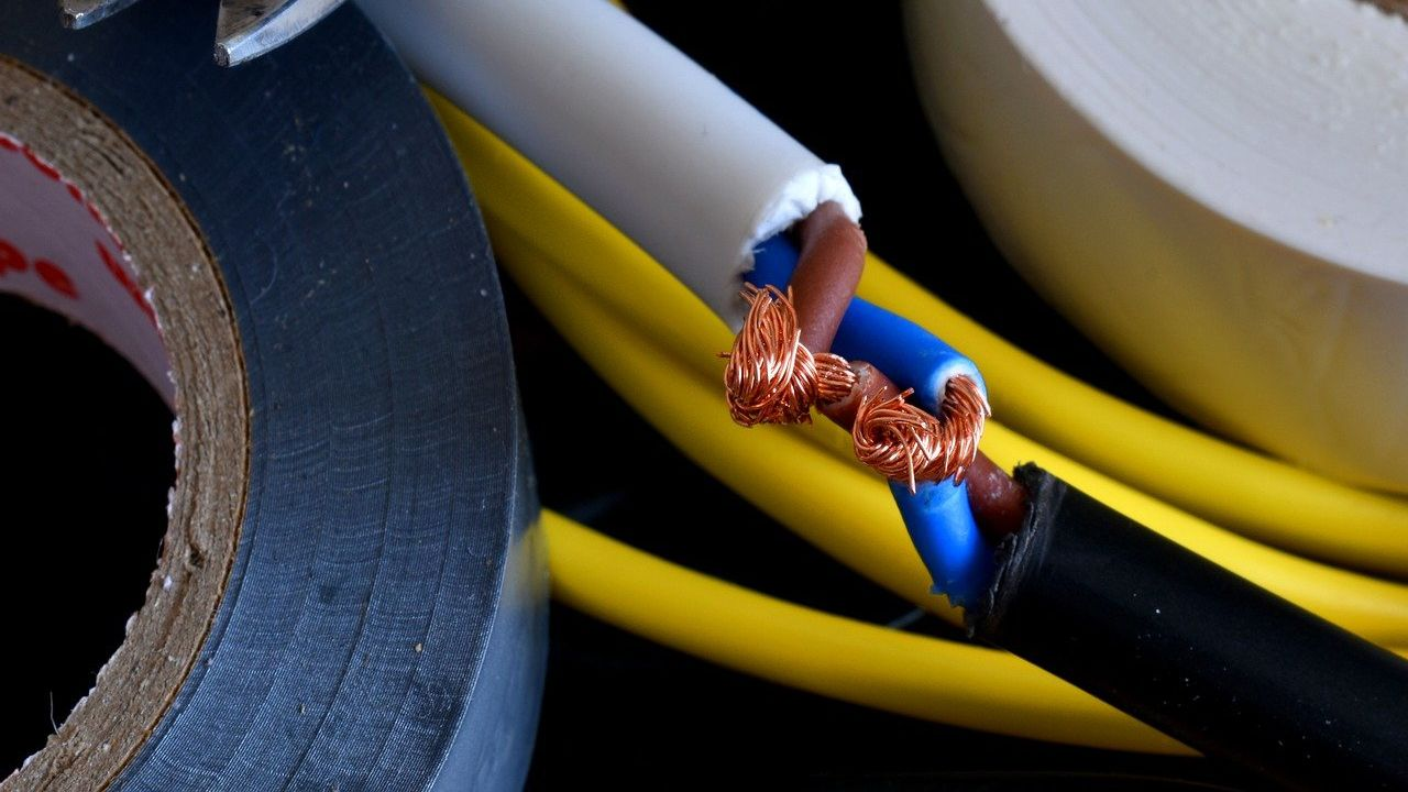 Producer of copper and aluminum wires for electrical purposes looking for distributors