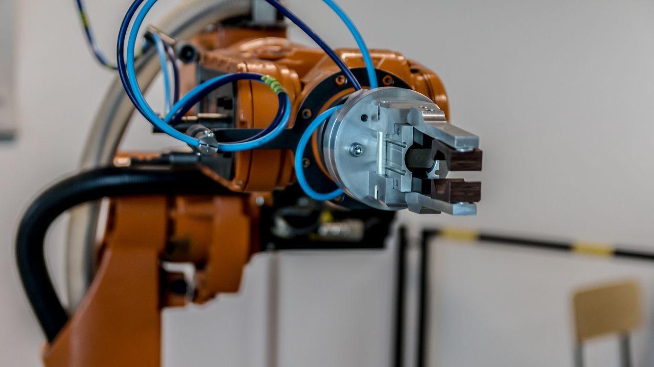 Offering modular robotization solutions (incl. CNC)