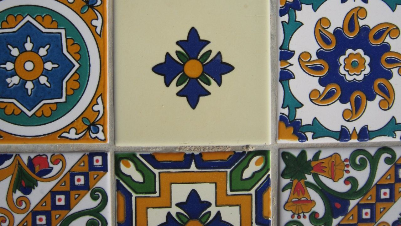 We offer handmade ceramics (tiles, plates and mosaics) to distributors/agents and others