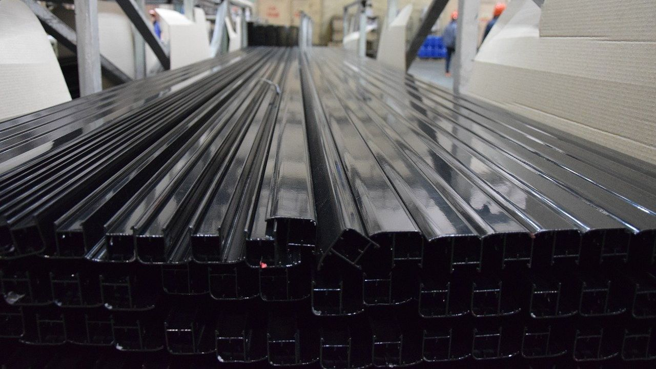Seeking supplier of aluminium profiles through subcontracting agreement