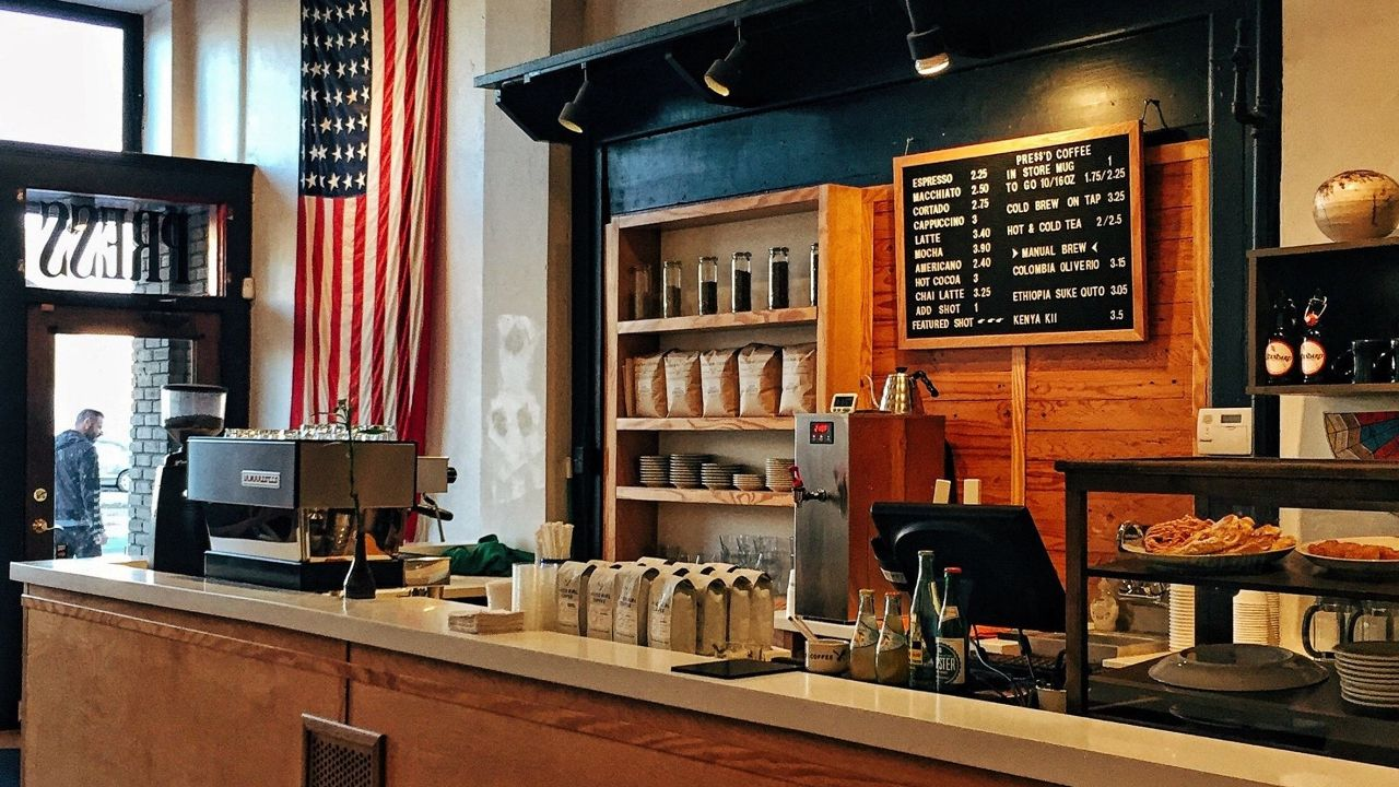 OFFER custom furniture for retail shops, restaurants, bars, cafés, etc.