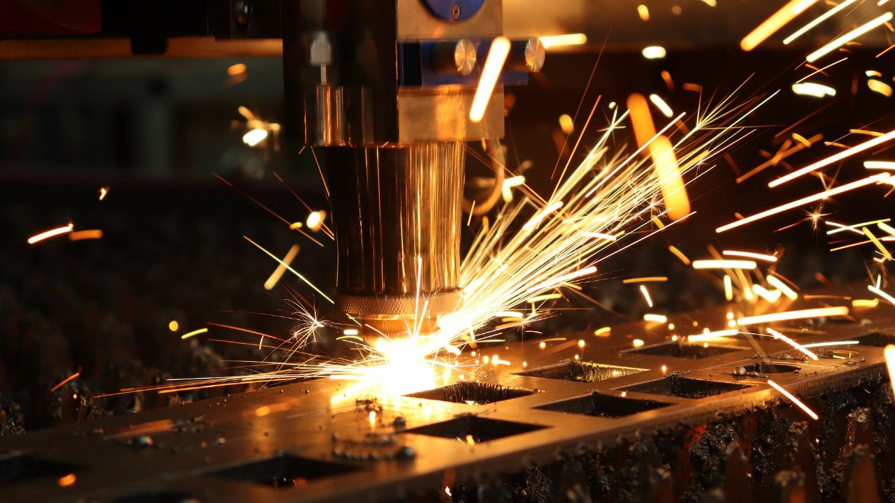 Company dealing with sheet metal processing offers services under subcontracting agreement
