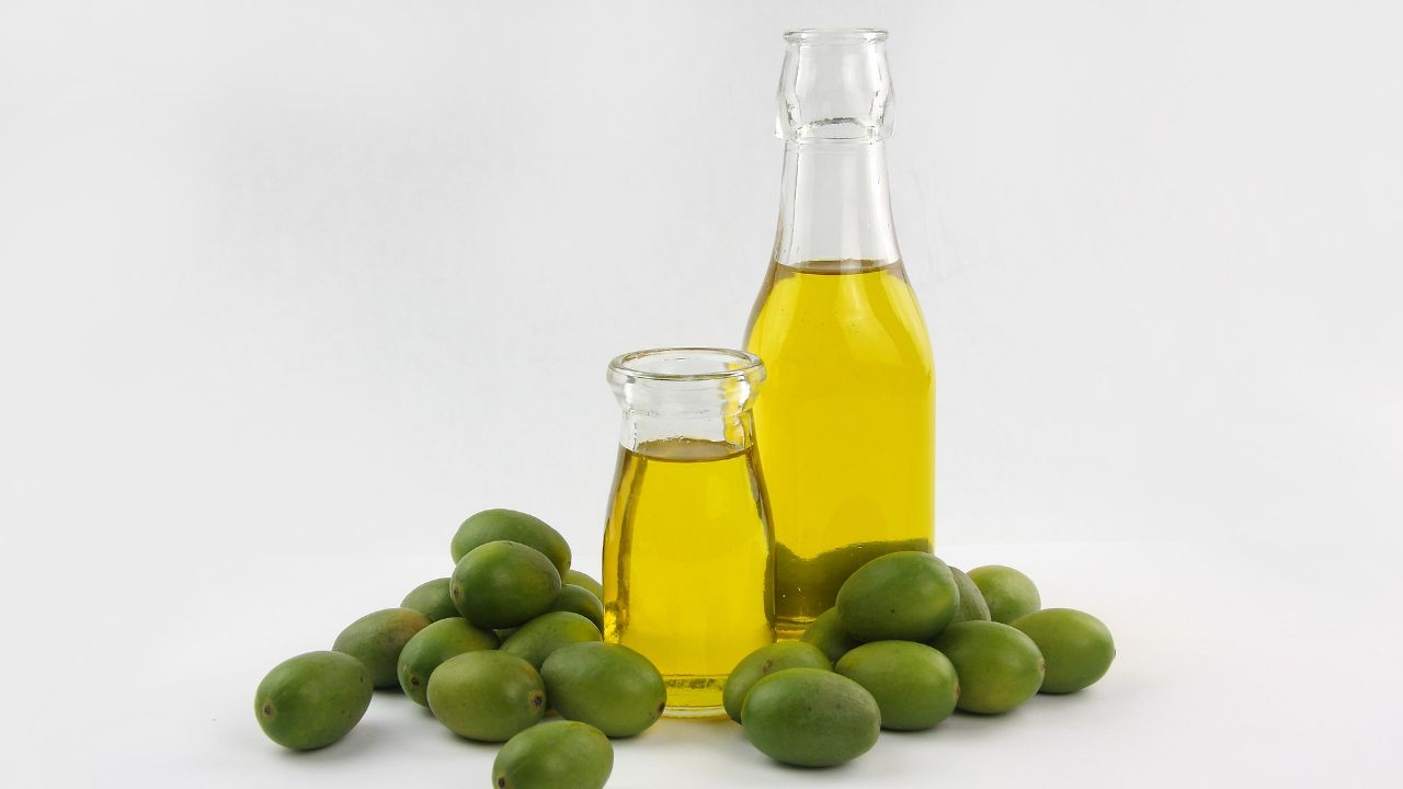 Italian producer of extra virgin olive oil is looking for foreign distributors