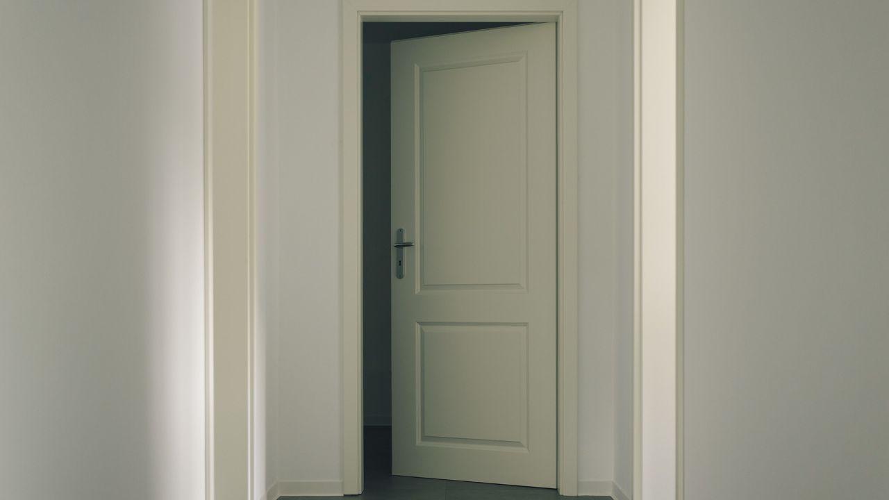 Italian door manufacturer is looking for foreign distributors
