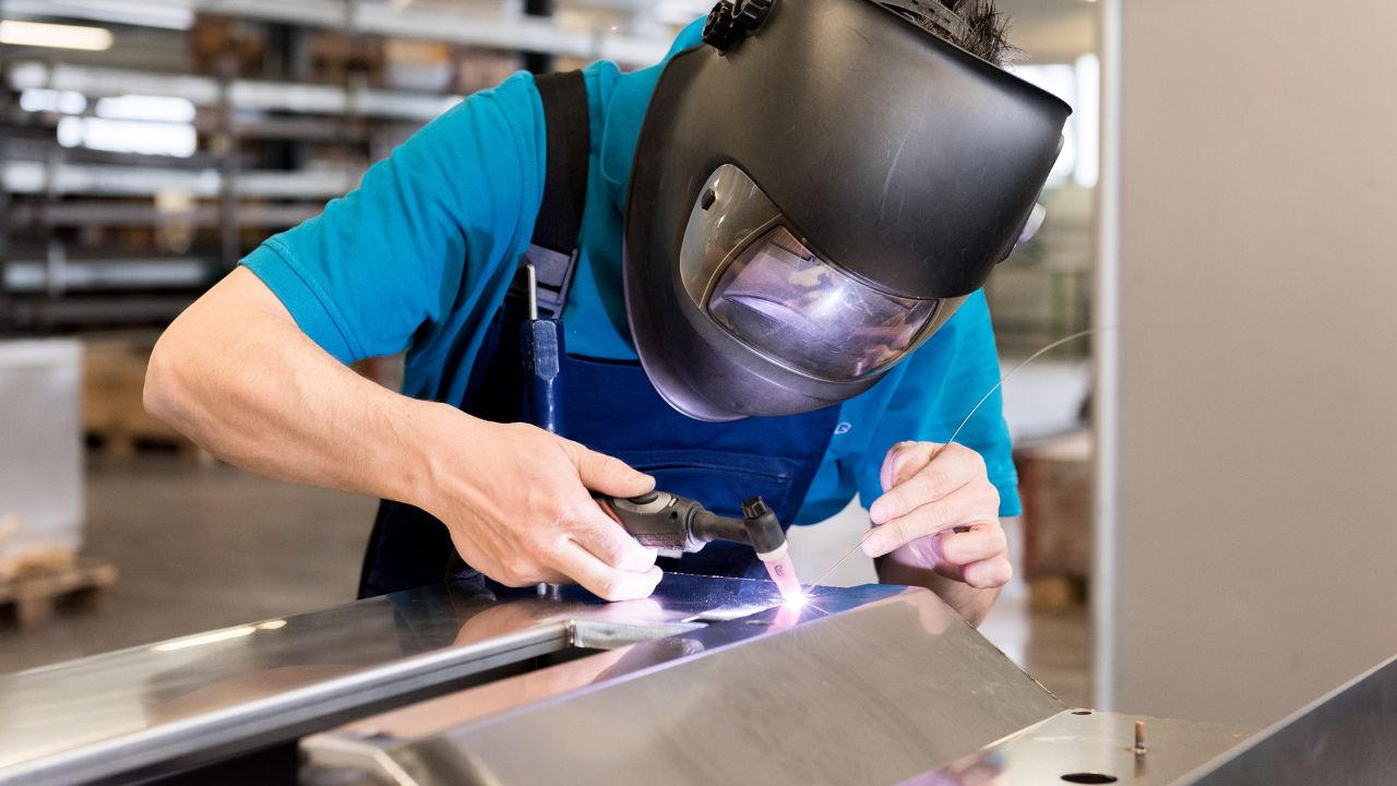Metalworking/shipbuilding company seeks contracts (outsoucing/manufacturing)