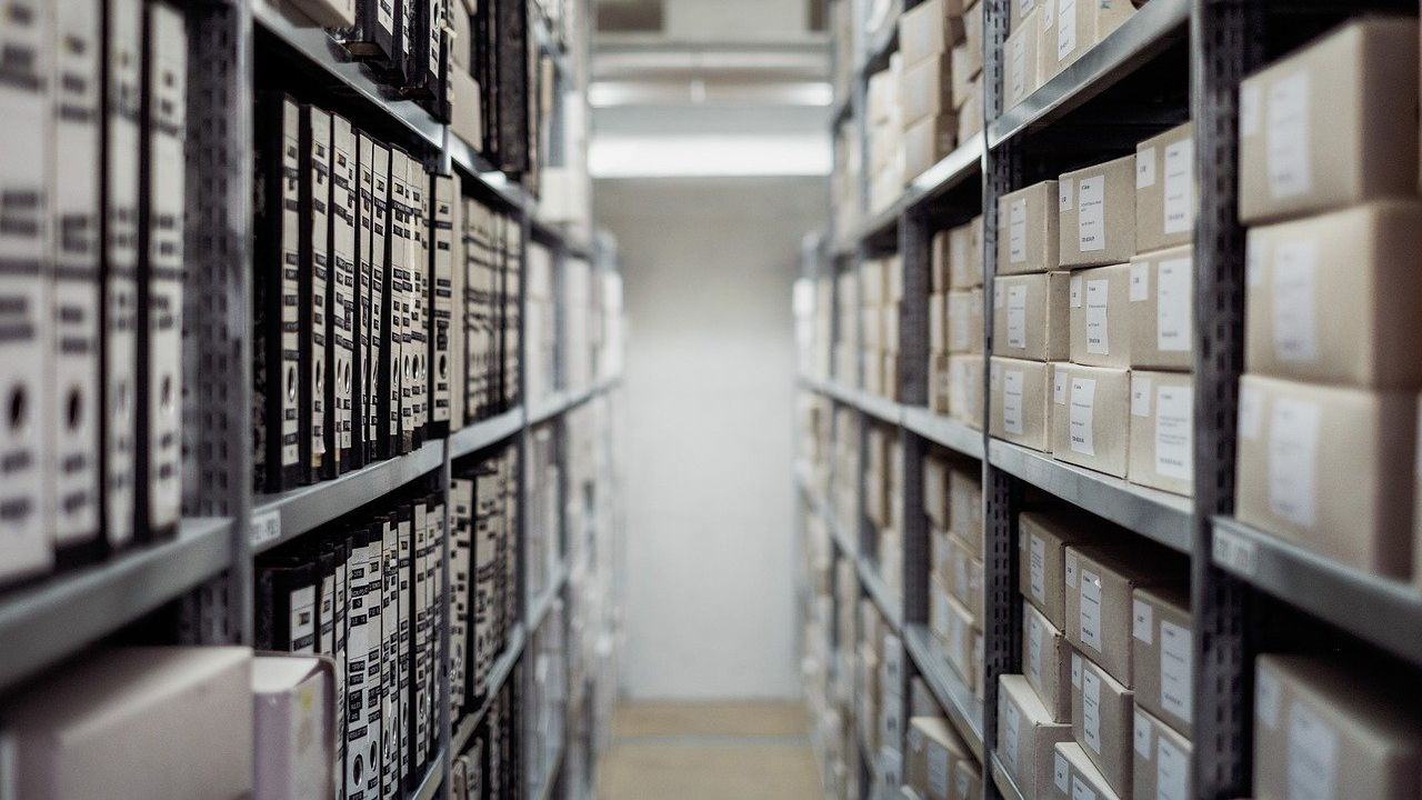 Producer of paper boxes for long-term storage of documents looking for distributors