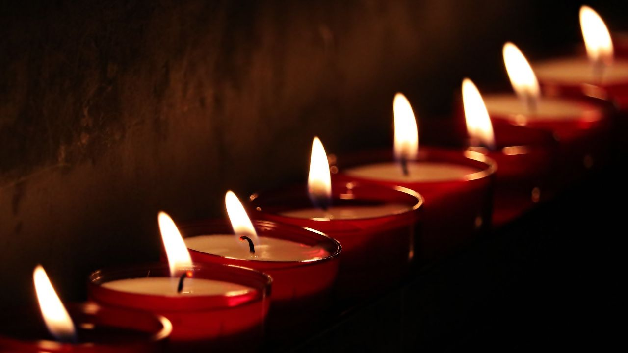 Italian company specialised in handmade holy candles is looking for partners