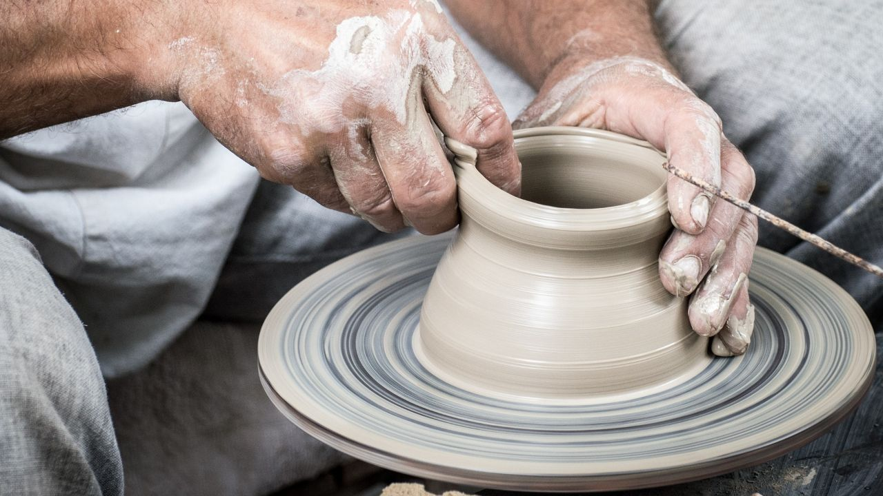 Manufacturer of rustic lightning and pottery is looking for distributors