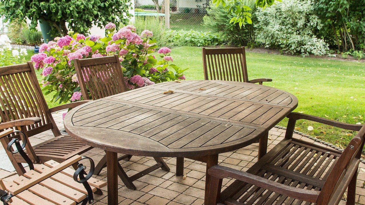 Romanian manufacturer of hard wooden and garden furniture looking for distributors