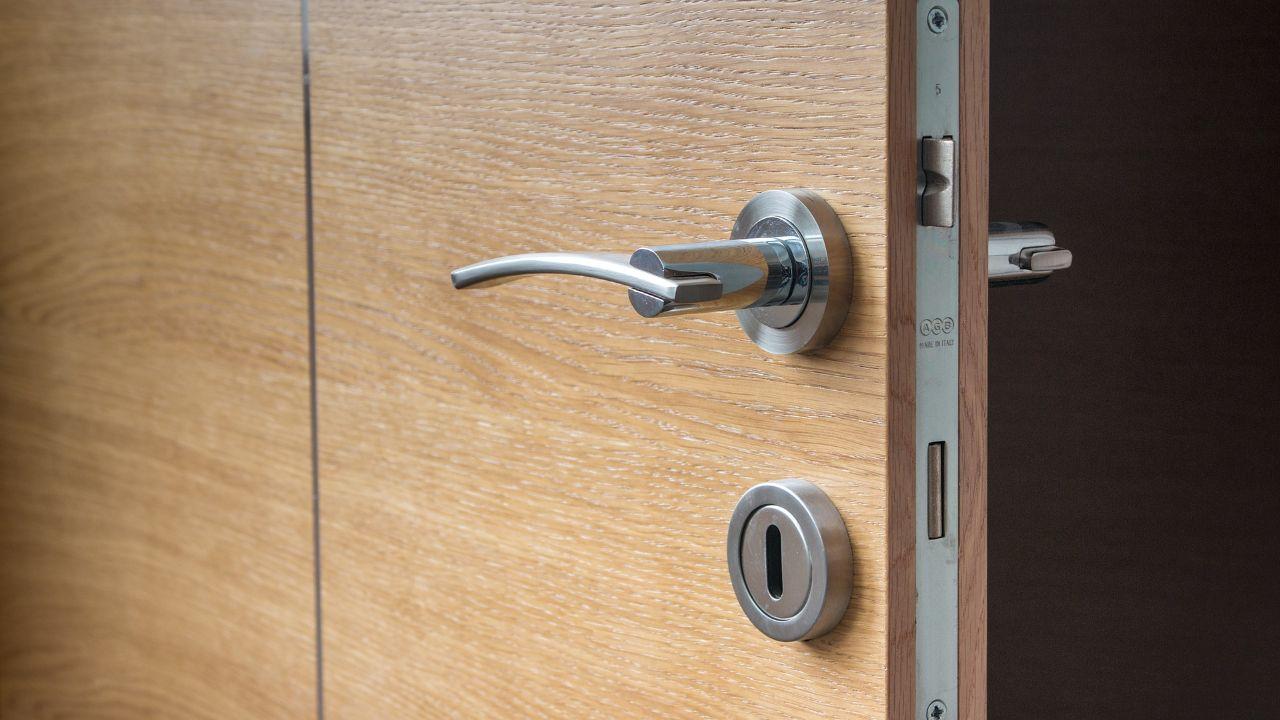 Door manufacturer looking for agents and distributors