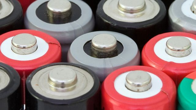 Producer and distributor of batteries for portable appliances for everyday use seeks distr