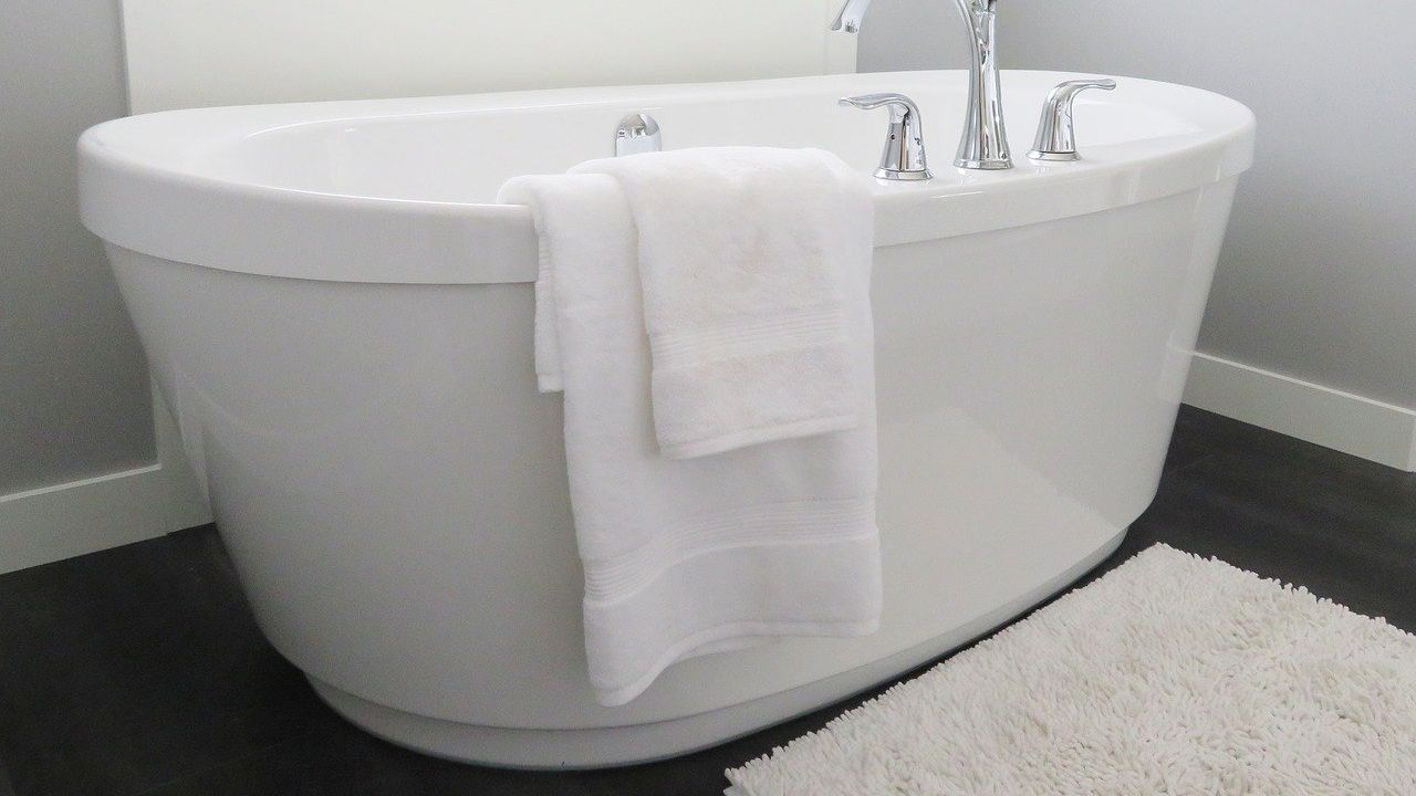 Manufacturer of acrylic products for bathroom applications offers subcontracting services