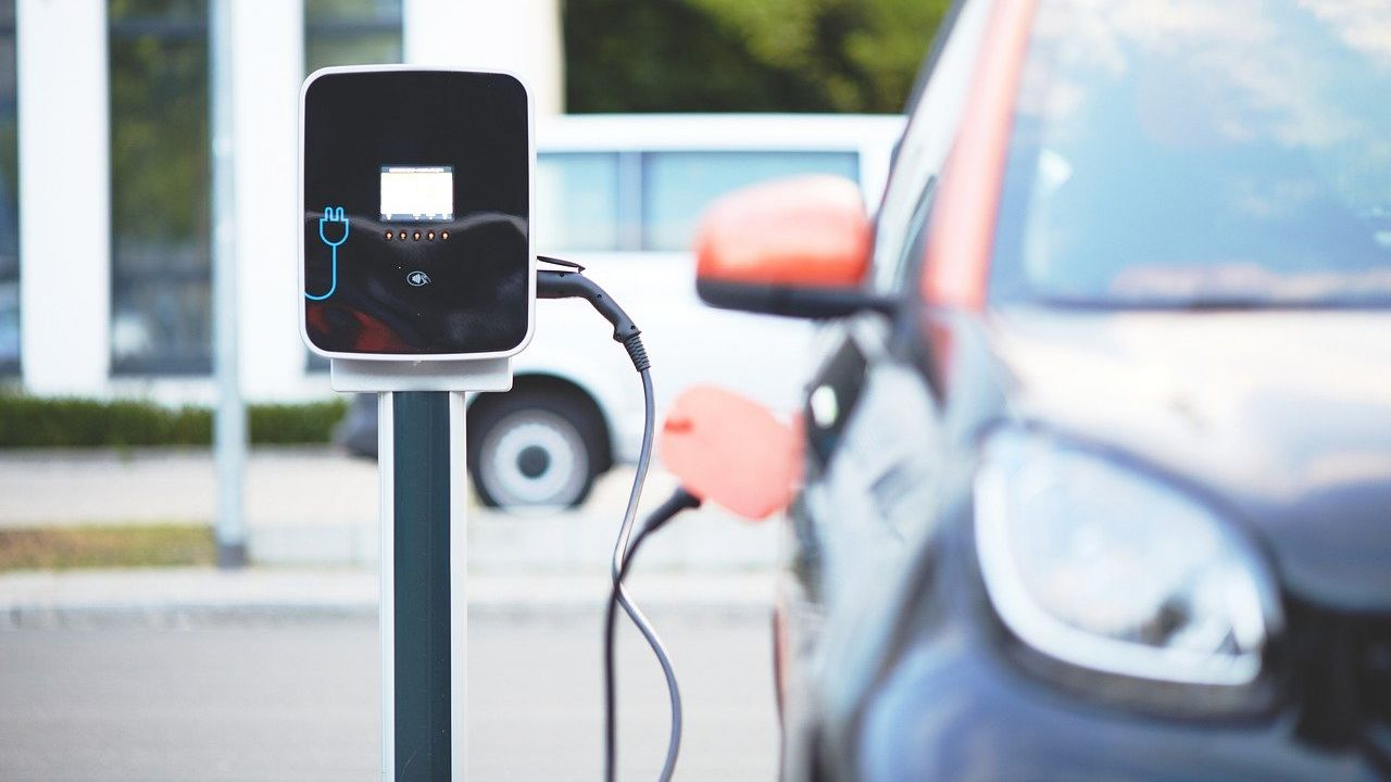 Developer of a network of charging stations for electric vehicles looking for investors