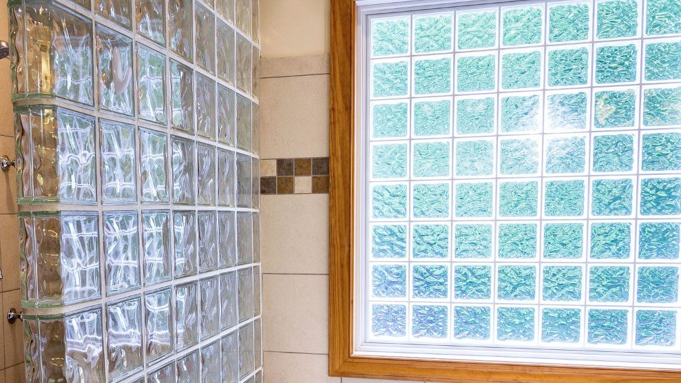 French producer of glass blocks, pavers and roof tiles looks for foreign distributors