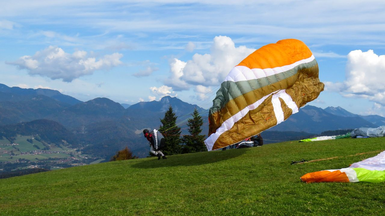 Manufacturer of skydiving and paragliding equipment looks for manufacturing agreement
