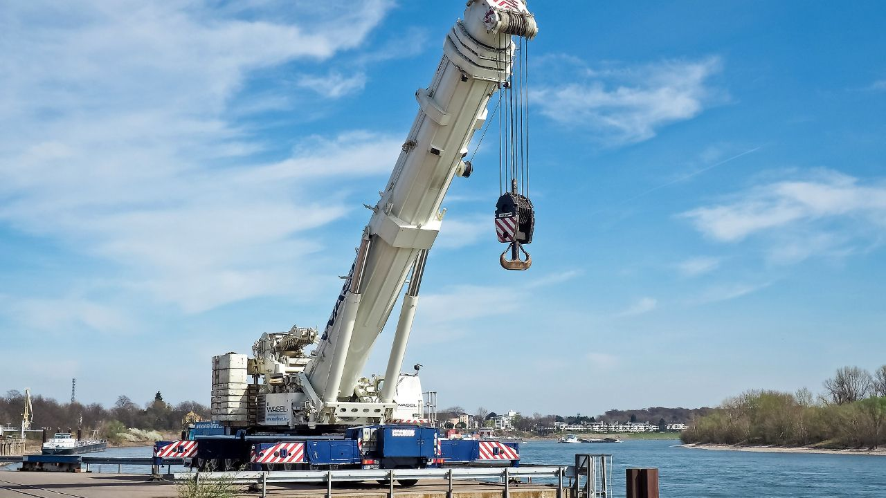 Manufacturer of ship equipment, industrial cranes and machinery seeks partners