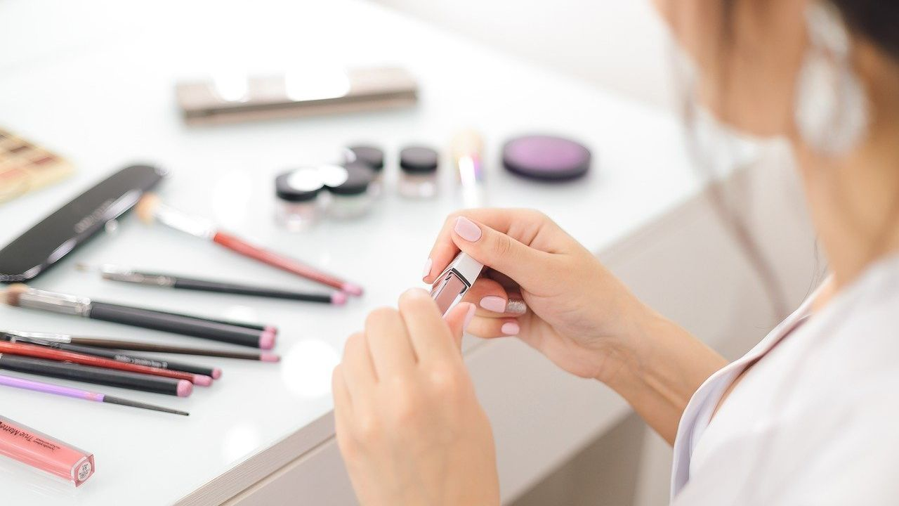 Polish expert laboratory for cosmetic testing offering its subcontracting services